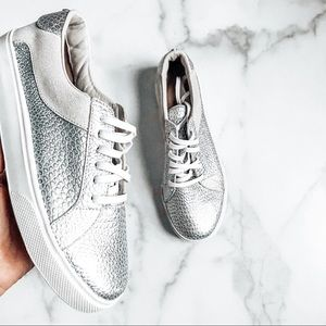 Kaanas Revolve Silver Pebbled Leather Sneakers